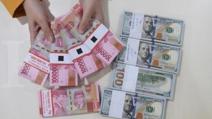 Kurs Dolar terhadap Rupiah di sebuah Bank Negara di Indonesia, Kamis 2 September 2021